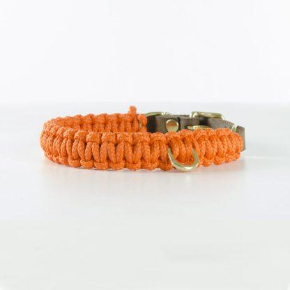 aus Segeltauen geflochtenes Halsband von Molly and Stitch in Orange mit Messingring