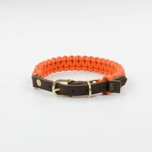 aus Segeltauen geflochtenes Halsband von Molly and Stitch in Orange mit Lederverschluss