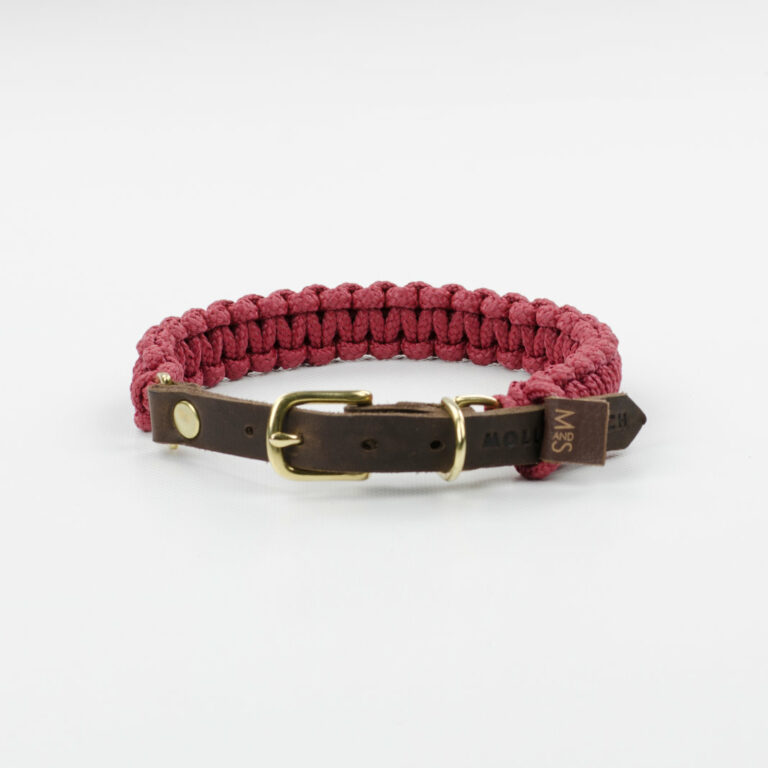 aus Segeltauen geflochtenes Halsband von Molly and Stitch in Dunkelrot mit Lederverschluss
