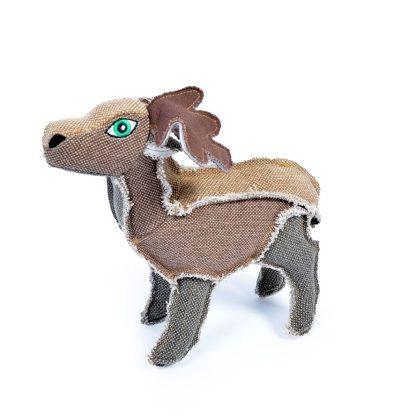 Hundespielzeug Hirsch. Jedes Körperteil ist aus einem anderen braunen Stoff genäht.