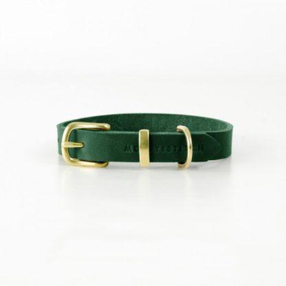 grünes Lederhalsband von Molly and Stitch mit Messingverschluss