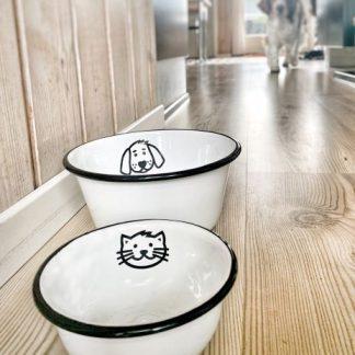 weißer Emaillenapf mit Hunde- und Katzenmotiv